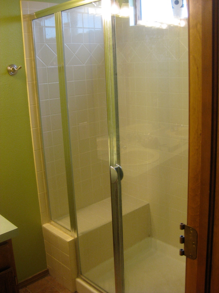 Shower with a totally useless seat.